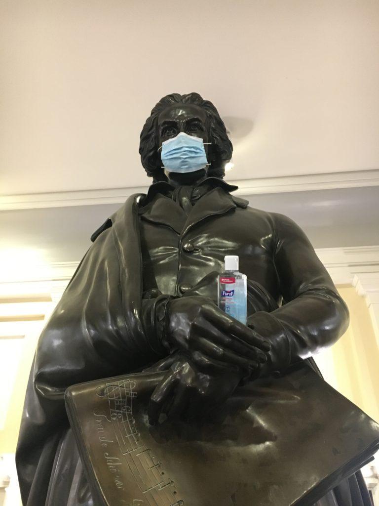 マスクのベートーヴェン像